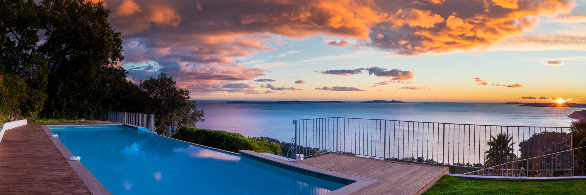 Vistazur pool and sunset on the islands