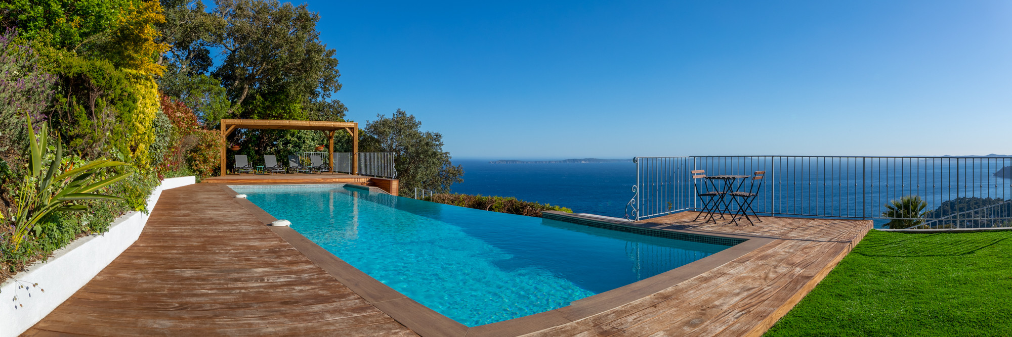 Vistazur guest's infinity pool, Azure Coast, France